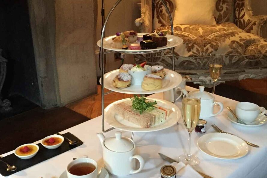 Bits-of-Afternoon-Tea-in-London